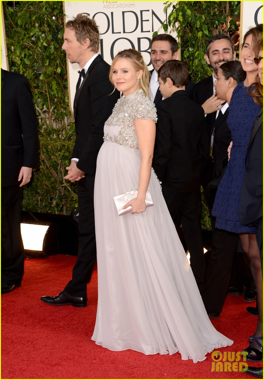 kristen bell golden globes 2013 red carpet dax shepard 01