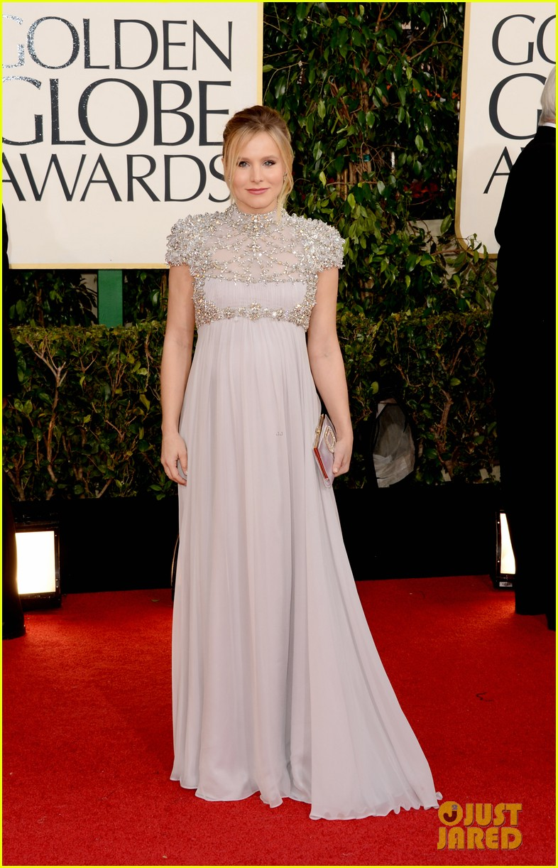 kristen bell golden globes 2013 red carpet dax shepard 05