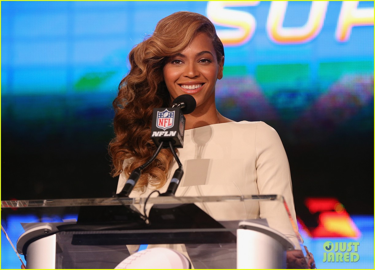 beyonce national anthem live at super bowl press conference 112802050