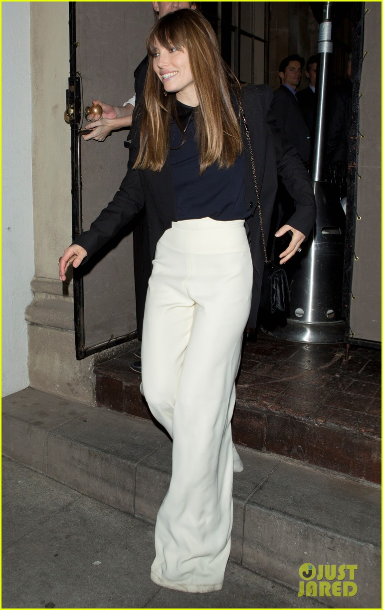jessica biel pre golden globes party at chateau marmont 02