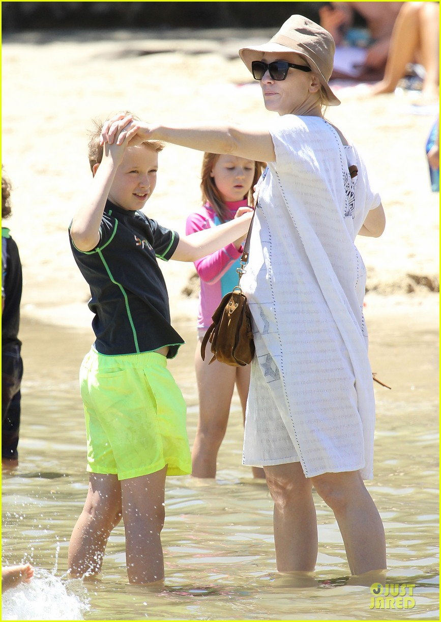 cate blanchett sydney beach day with the boys 11