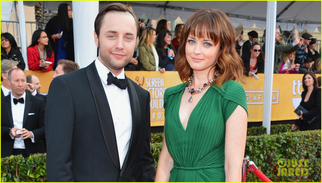 alexis bledel sag awards 2013 with vincent kartheiser 02