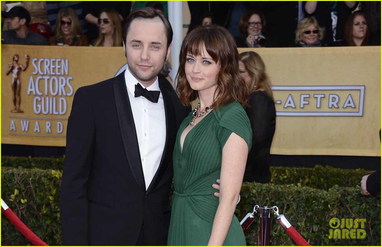 alexis bledel sag awards 2013 with vincent kartheiser 03