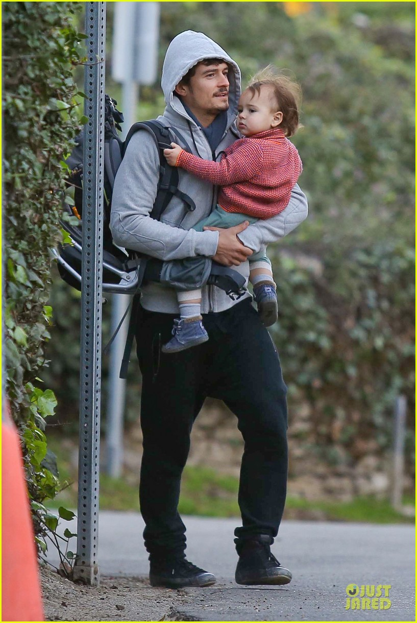 orlando bloom walks home with flynn 01