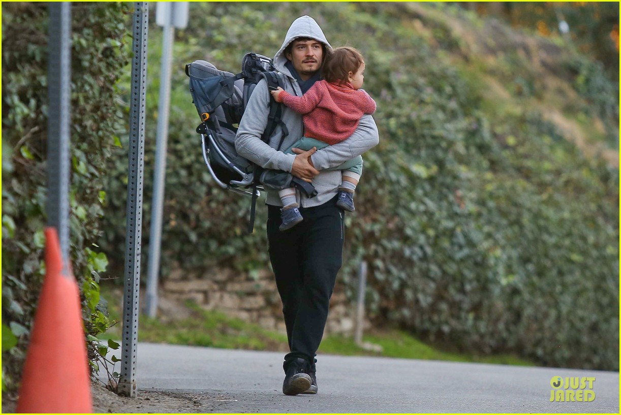 orlando bloom walks home with flynn 142784119