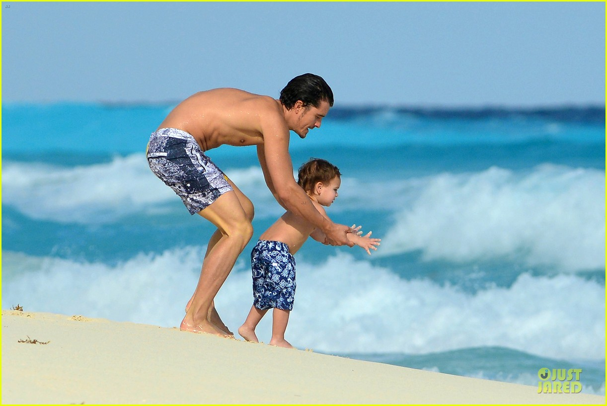 orlando bloom beach waves with flynn 102800882