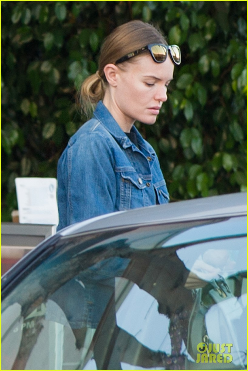 kate bosworth nail salon stop 01