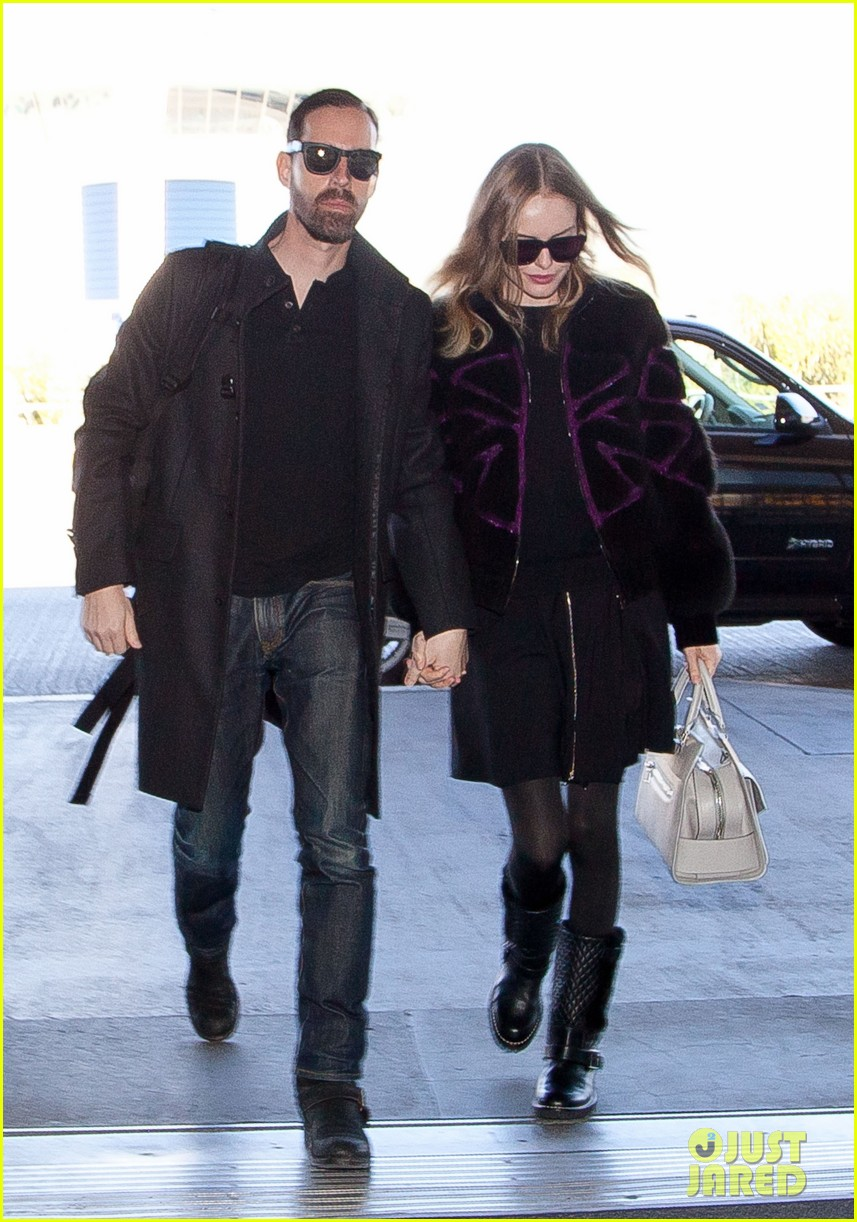 kate bosworth amanda seyfried take off for sundance 01