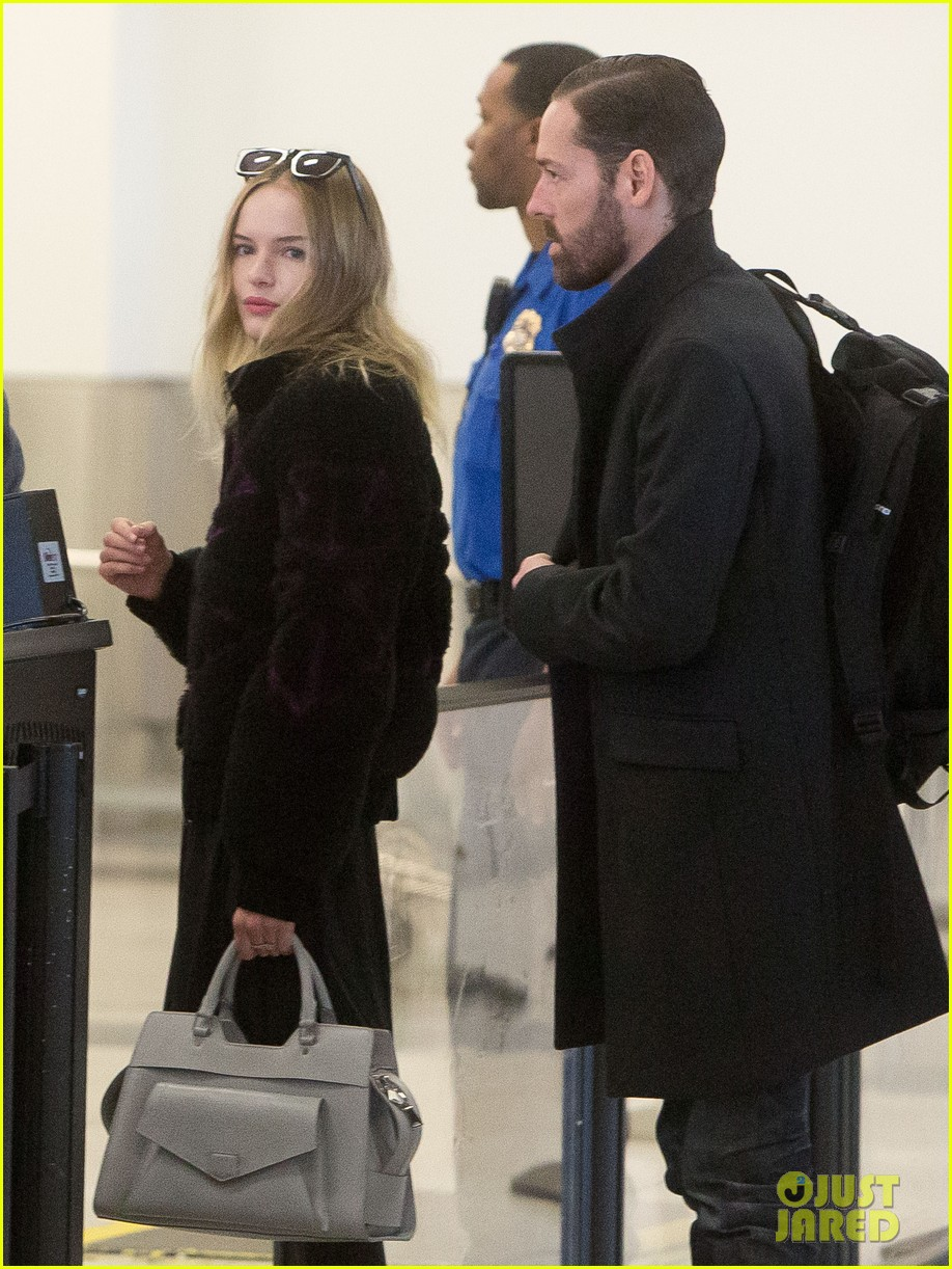 kate bosworth amanda seyfried take off for sundance 02