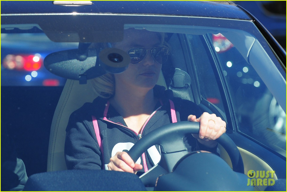 britney spears post split coffee run 01