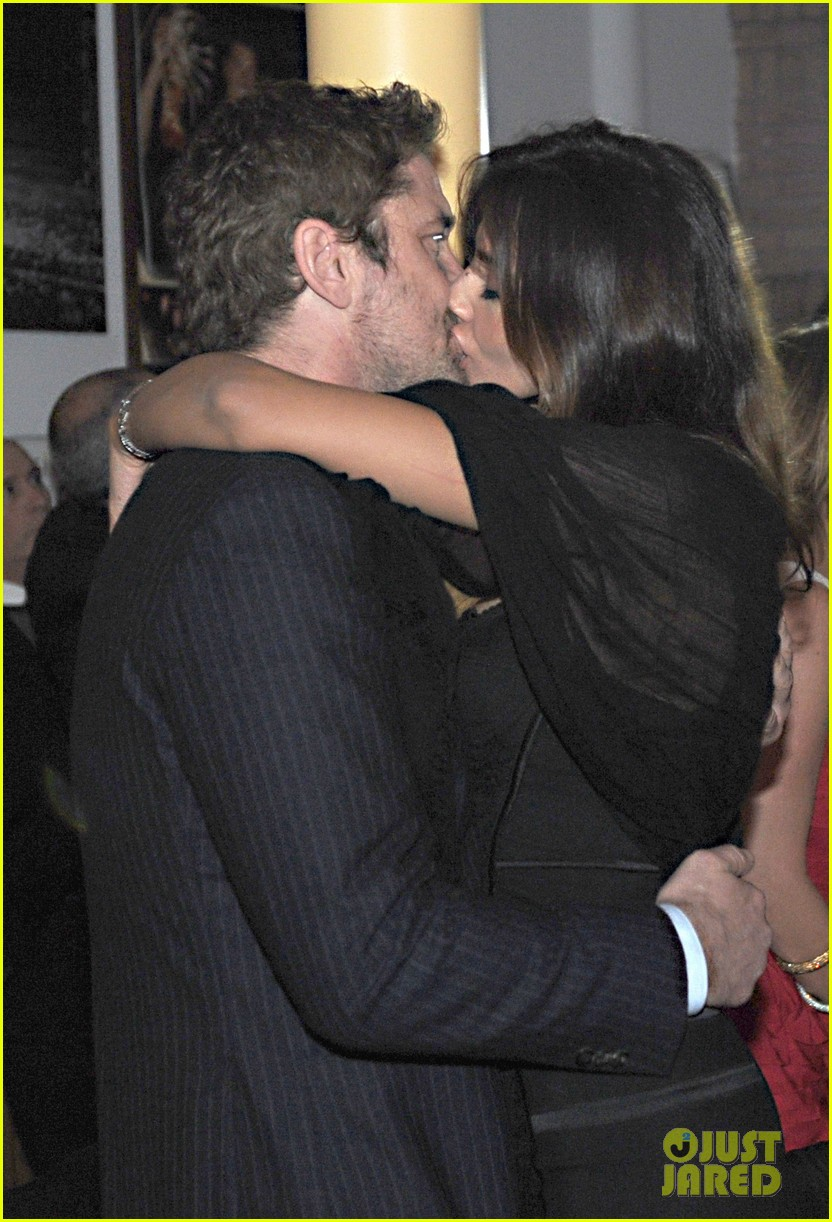 gerard butler madalina ghenea new years eve kiss 02