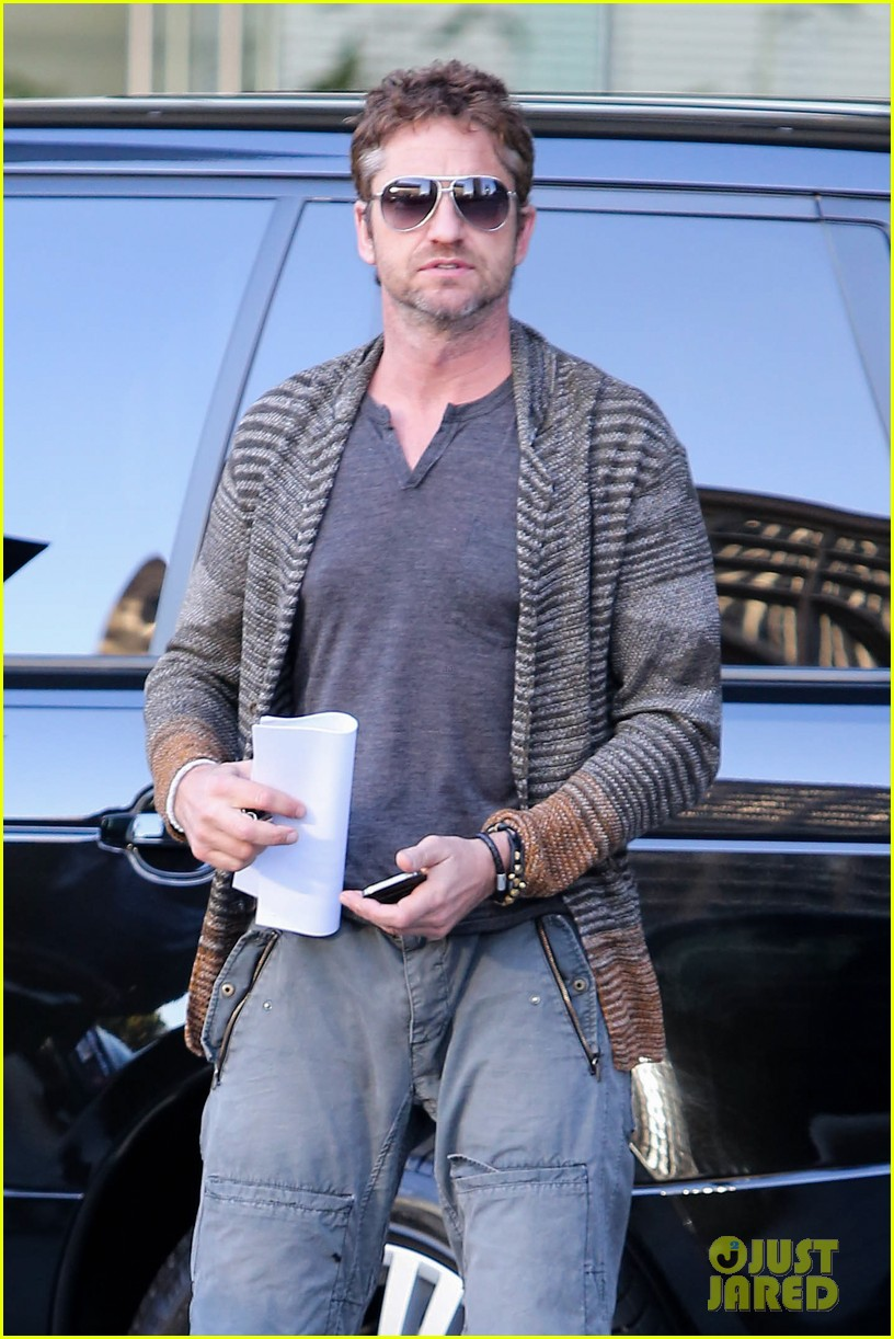 gerard butler beverly hills meeting man 02