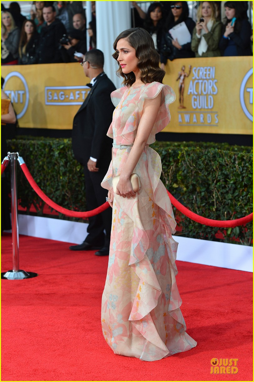 rose byrne sag awards 2013 red carpet 03