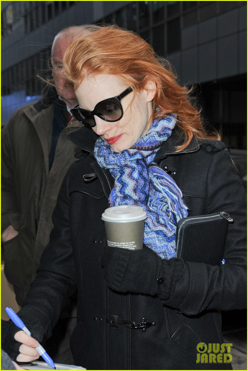 jessica chastain consoles crying fan at the heiress 082797434