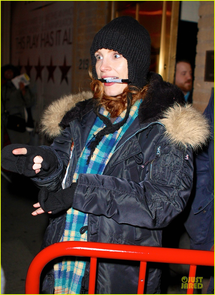 jessica chastain sign language after heiress performance 05