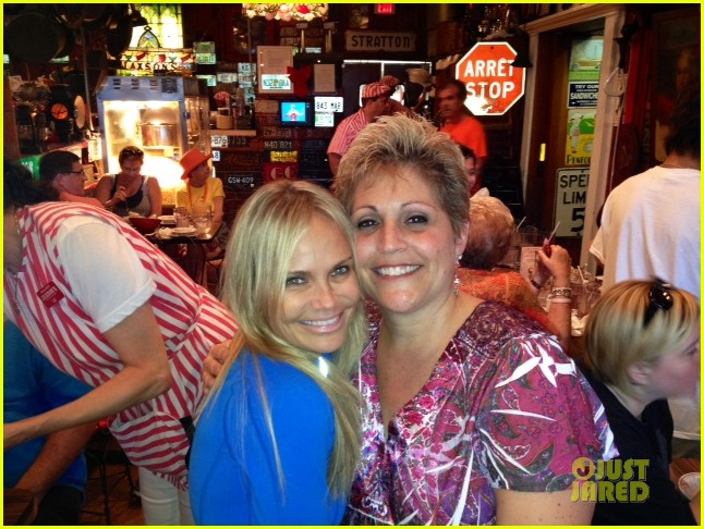 kristin chenoweth surprises fan with fundraising award 052785575