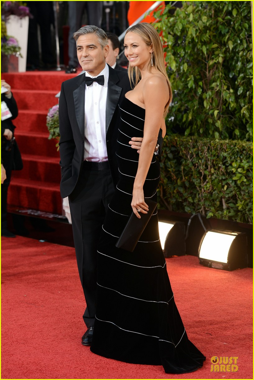 george clooney stacy keibler golden globes 2013 red carpet 012790972