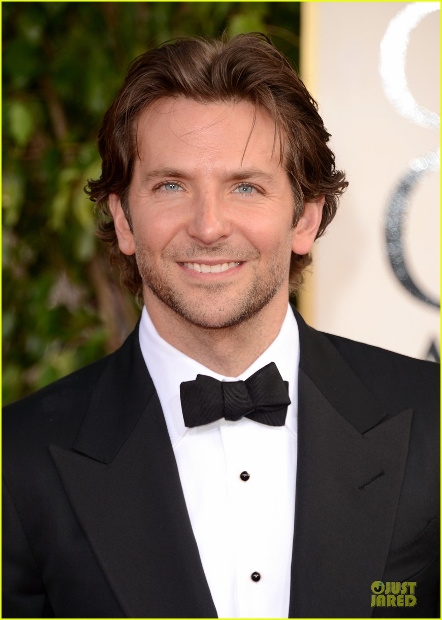 bradley cooper golden globes 2013 red carpet 04