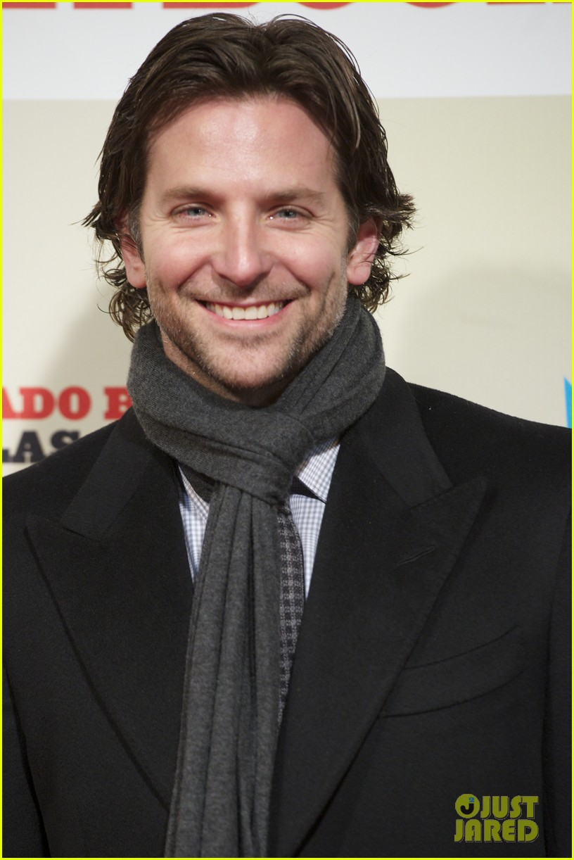 bradley cooper permed his hair for new david o russell film 022793286