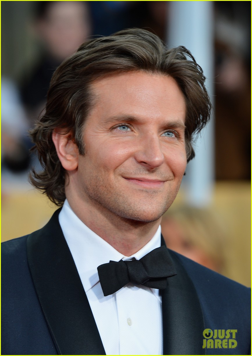bradley cooper sag awards 2013 red carpet 042799980