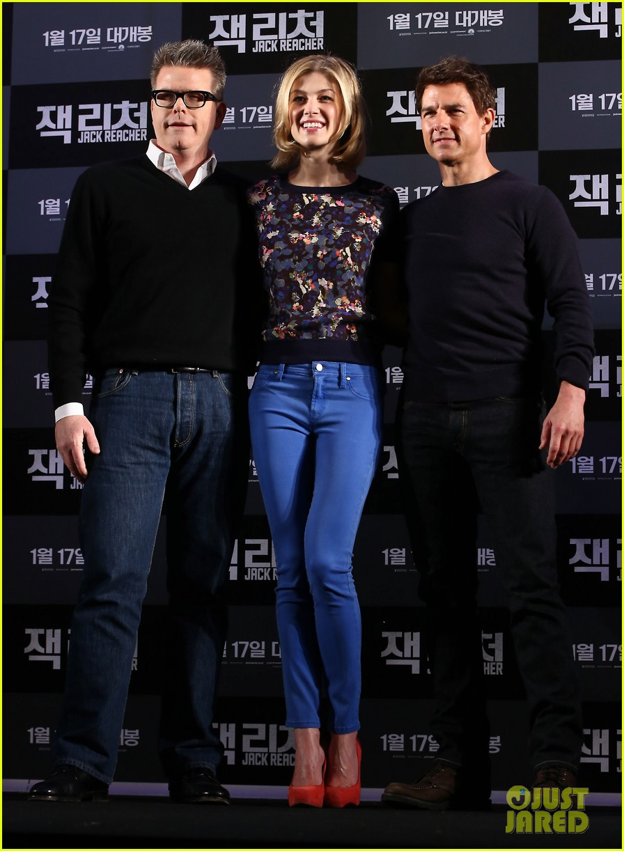 tom cruise rosamund pike jack reacher seoul photo call 01