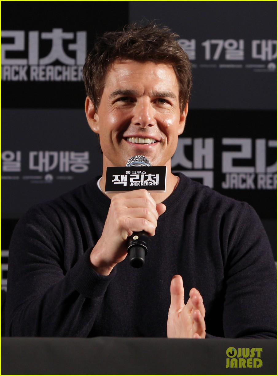 tom cruise rosamund pike jack reacher seoul photo call 02