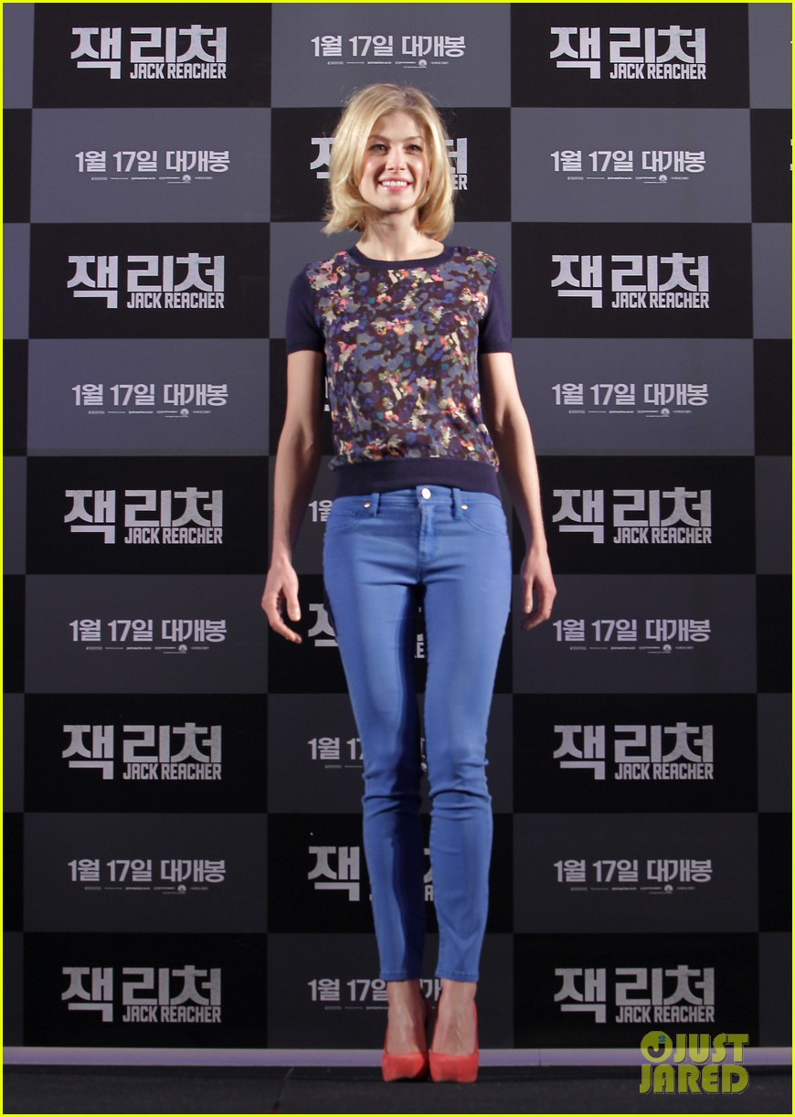 tom cruise rosamund pike jack reacher seoul photo call 03
