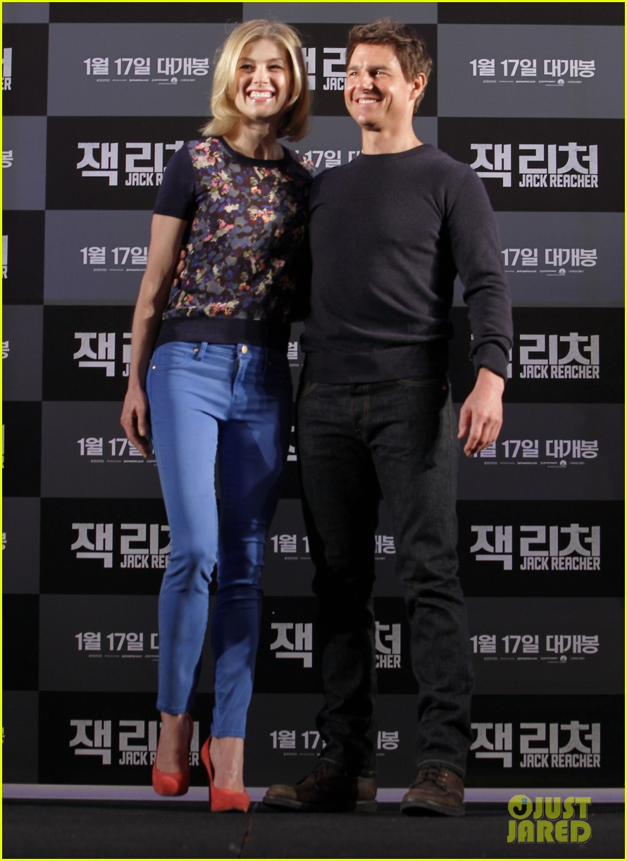 tom cruise rosamund pike jack reacher seoul photo call 05