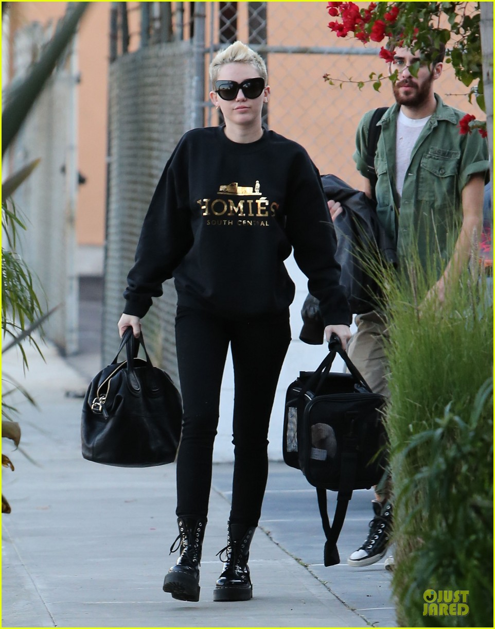 miley cyrus recording studio session with pet pooch bean 07