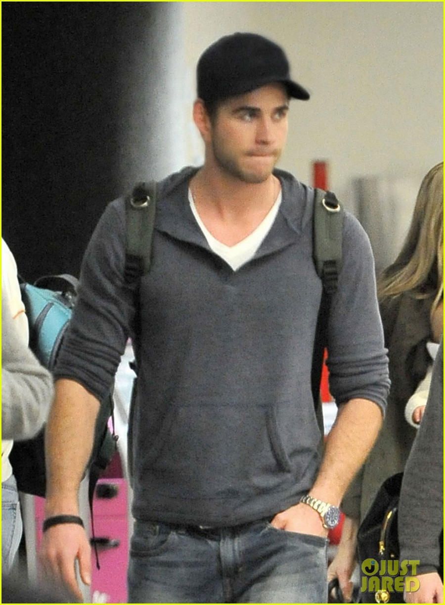 miley cyrus liam hemsworth take flight with the family 04