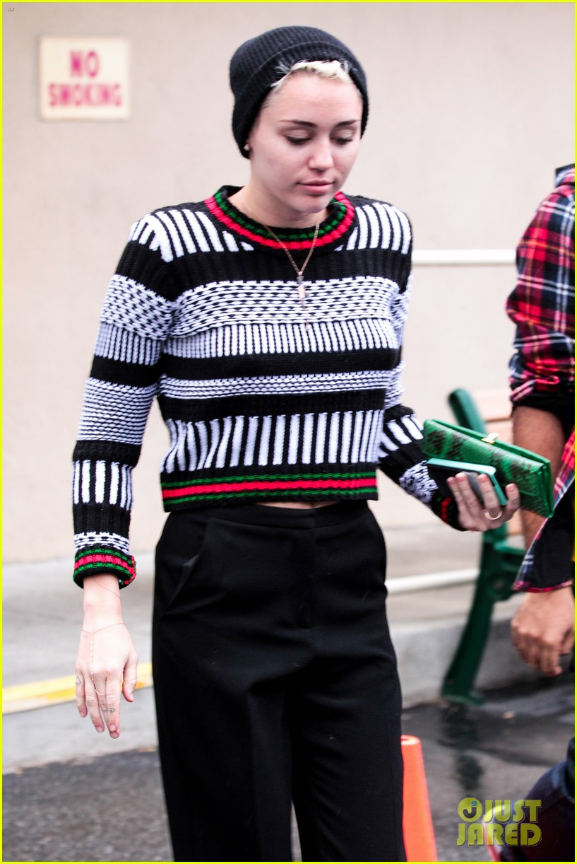 miley cyrus hugos lunch stop 05
