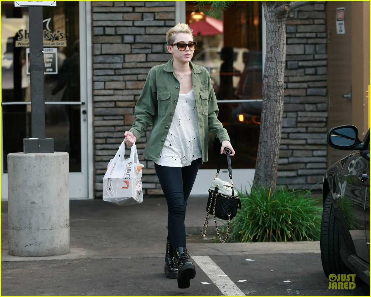 miley cyrus mexican food stop 082785352