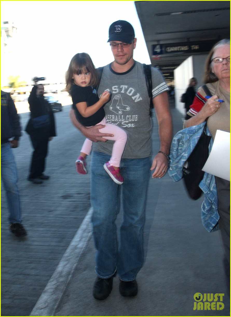 matt damon family lax arrival 052784652