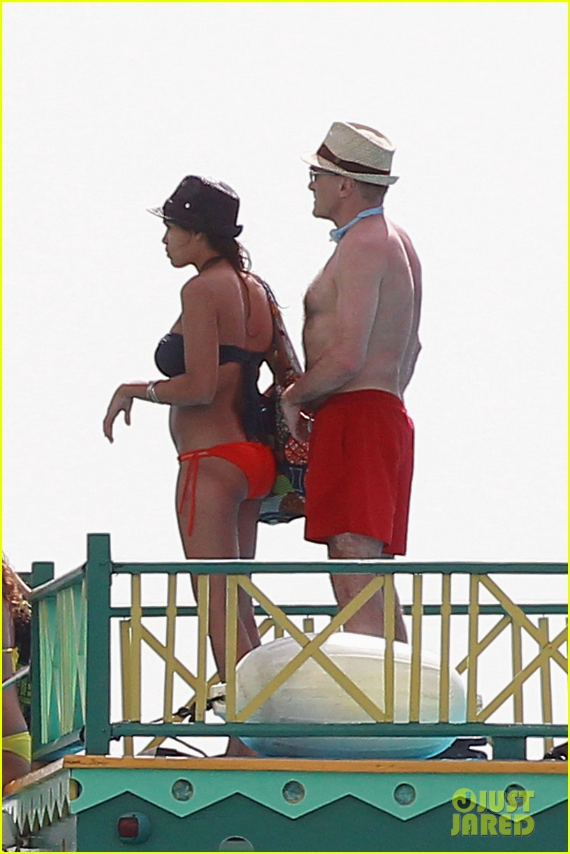 rosario dawson barbados bikini babe with shirtless danny boyle 05