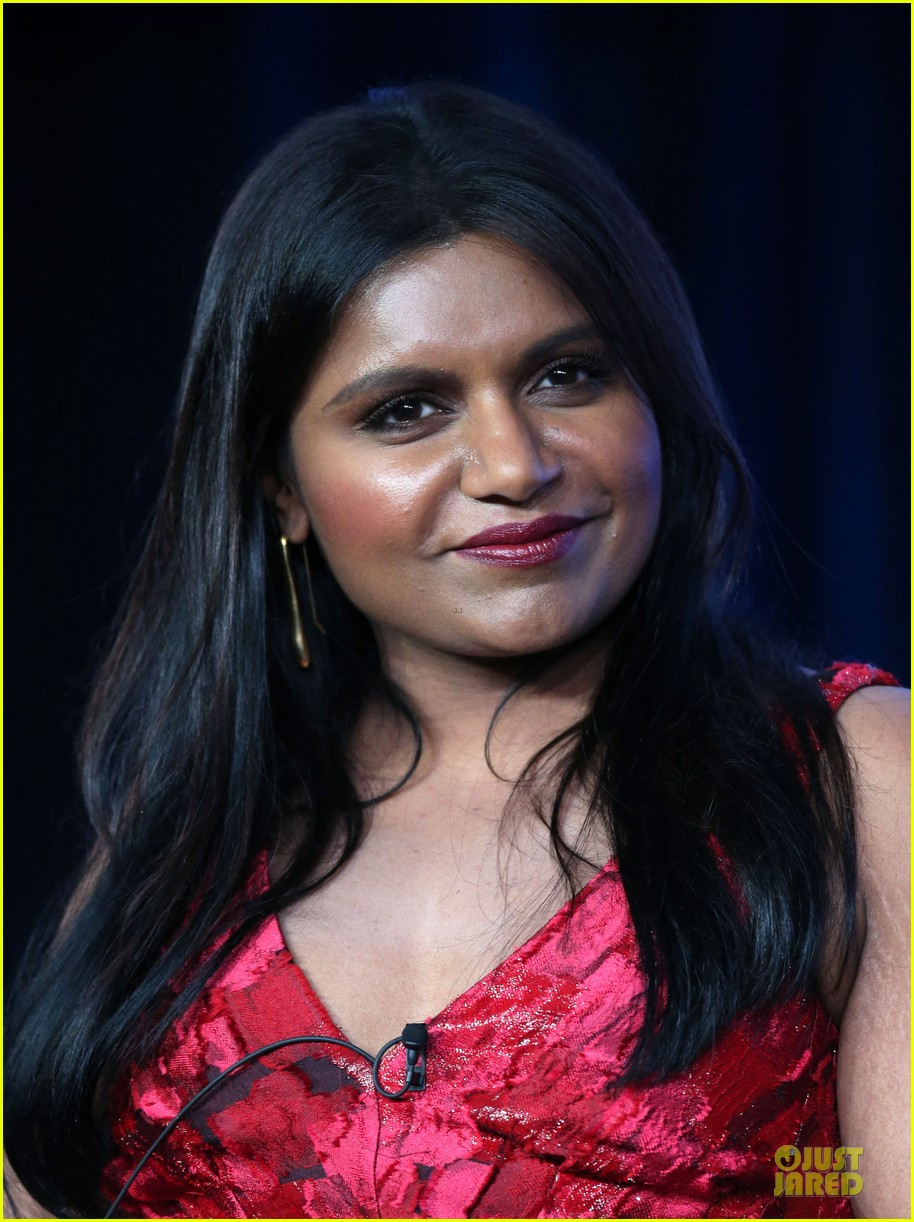 zooey deschane & mindy kaling new girl & mindy project panel 04
