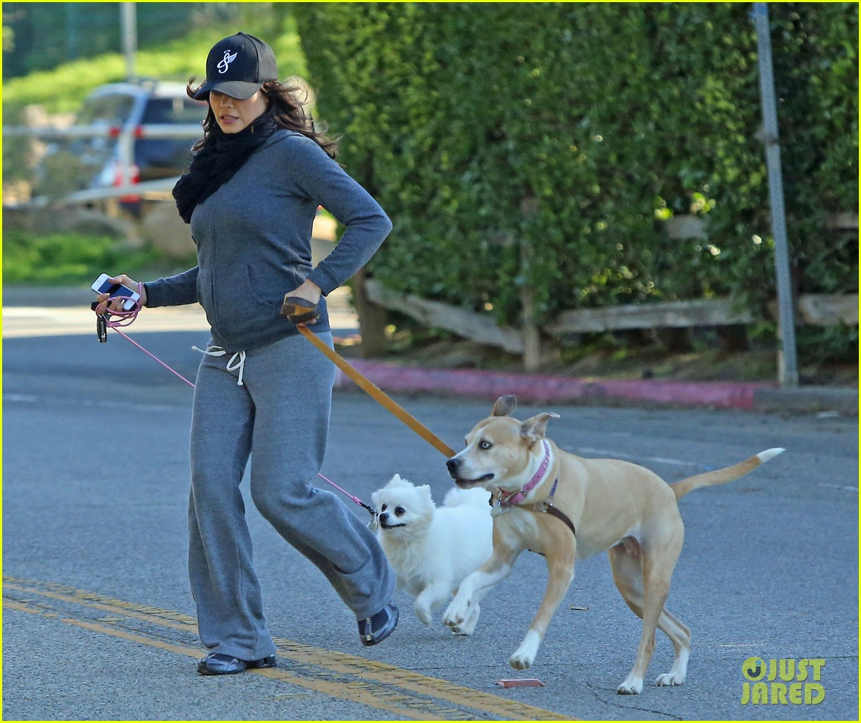jenna dewan shows off growing baby bump on dog walk 04