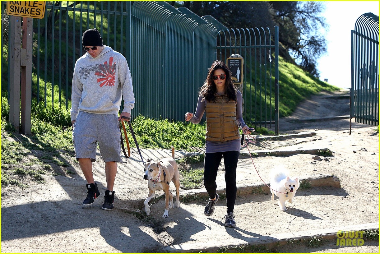 pregnant jenna dewan channing tatum hiking with the dogs 162792922