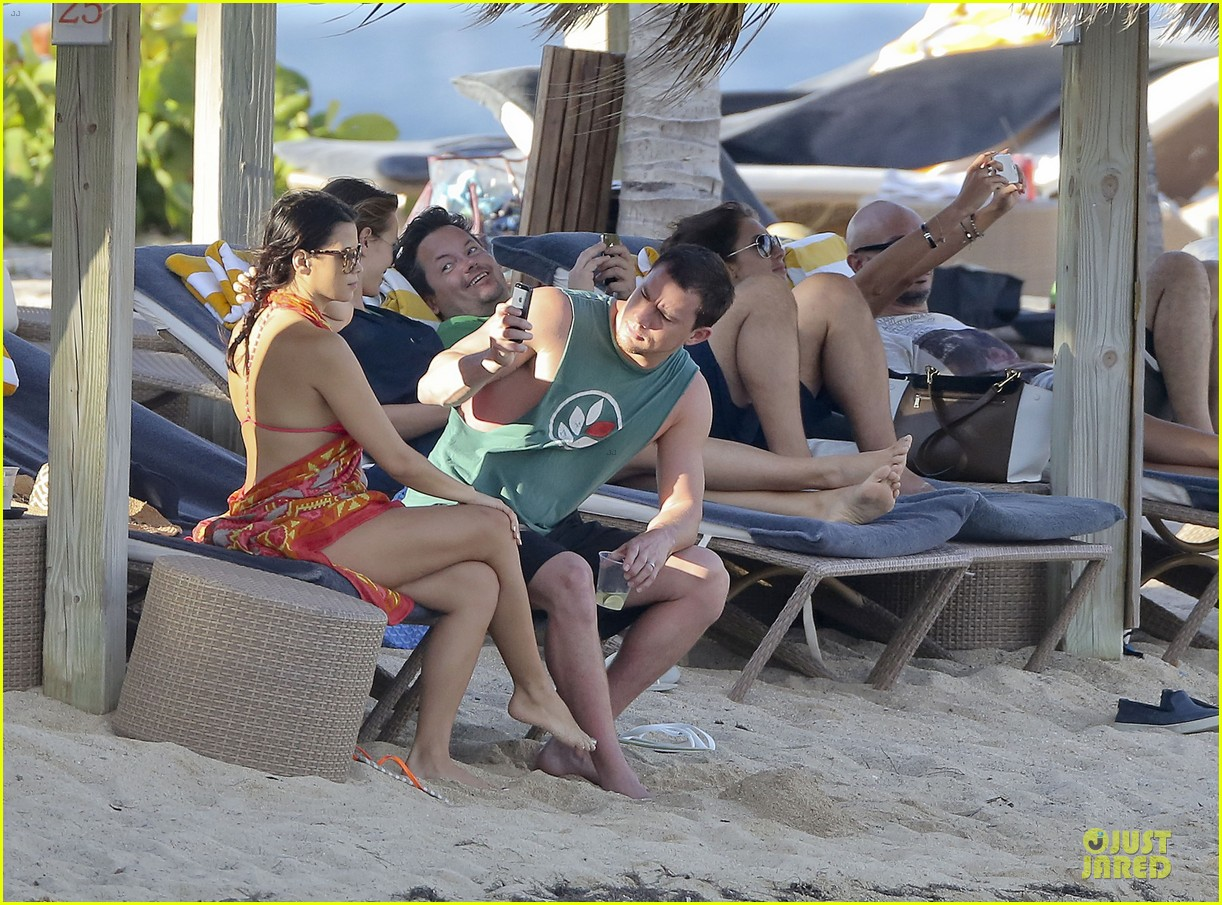 pregnant jenna dewan & channing tatum st barts kissing pair 09