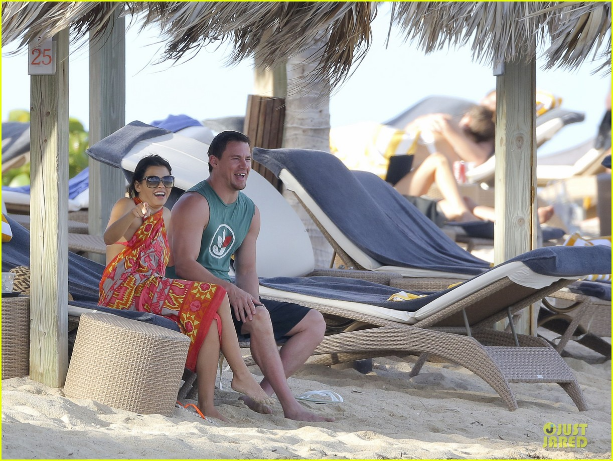 pregnant jenna dewan & channing tatum st barts kissing pair 26