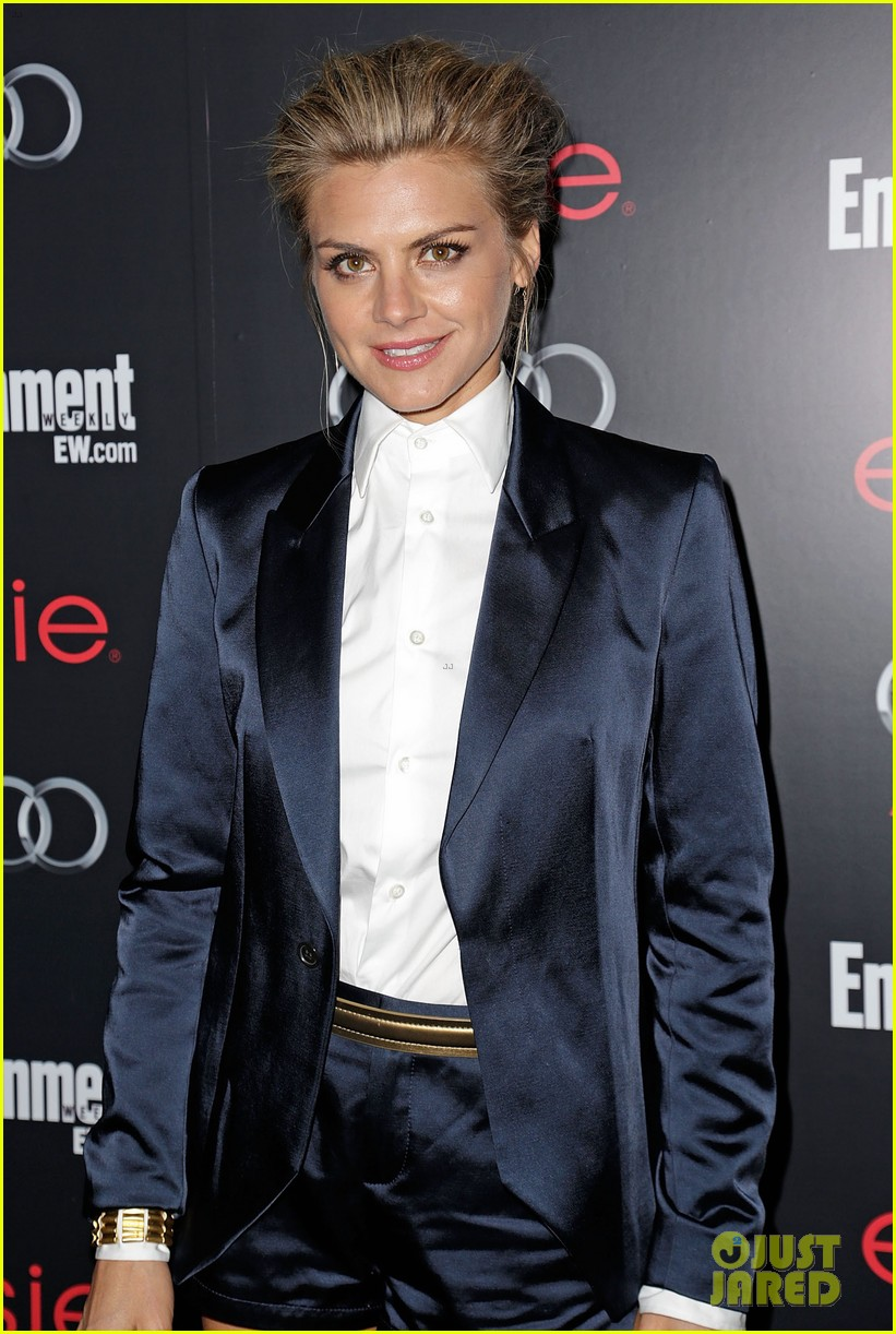 nina dobrev eliza coupe sag awards pre party arrival 03