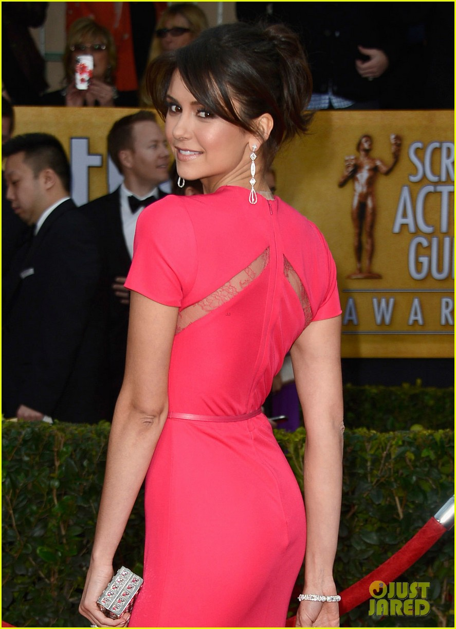 nina dobrev sag awards carpet 012799797
