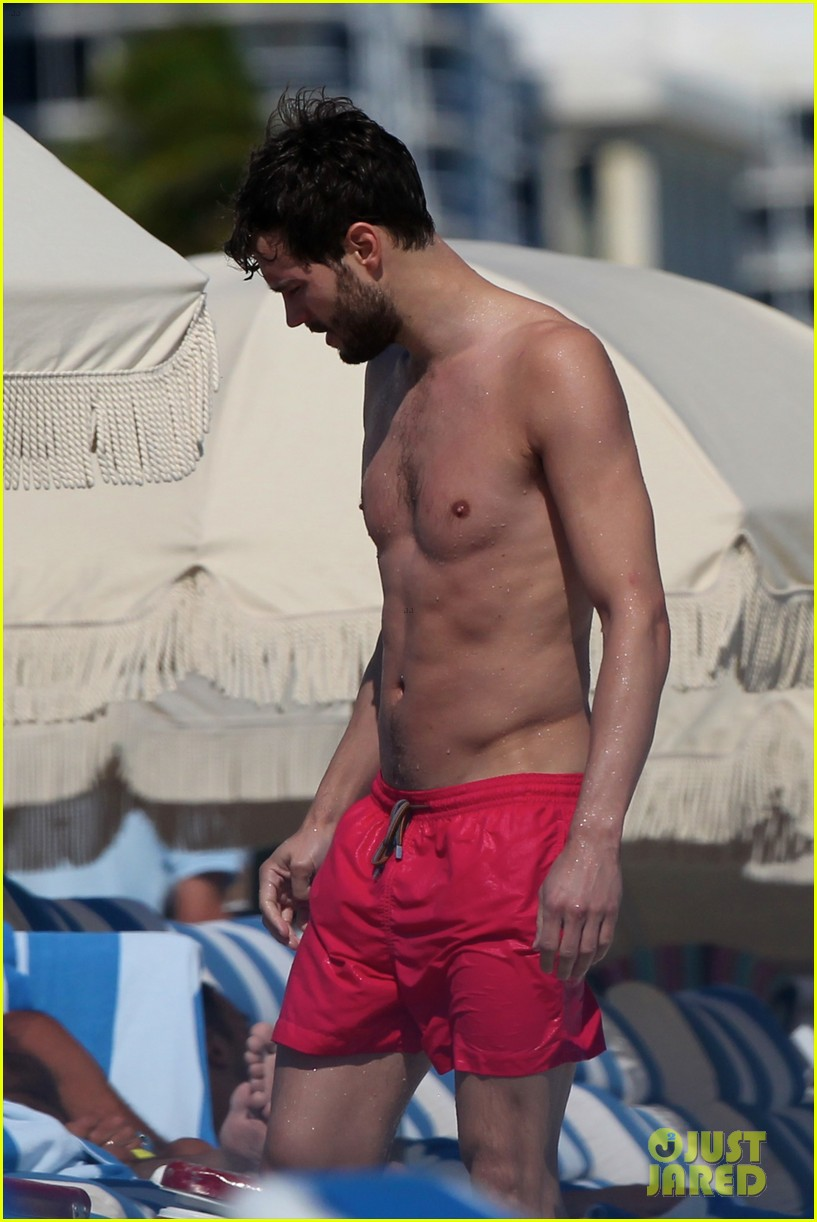 once upon time jamie dornan shirtless in miami 04