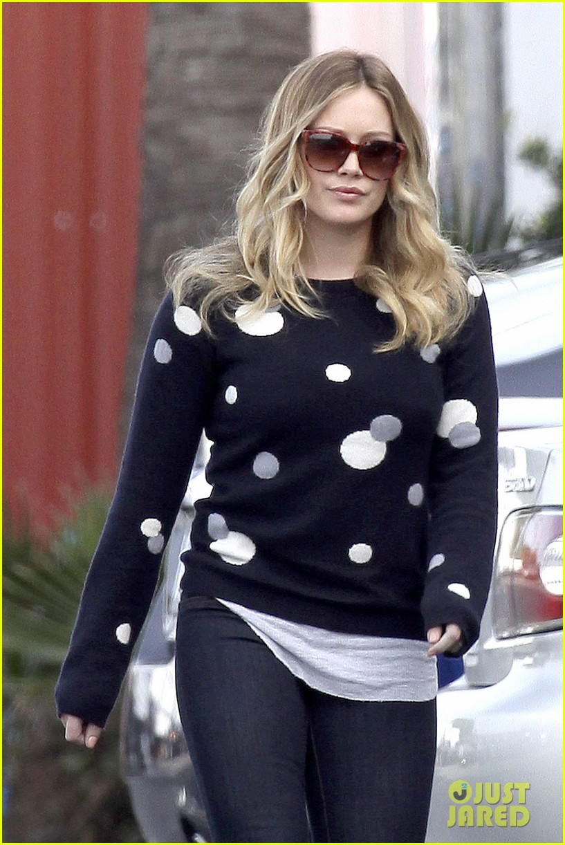hilary duff raising hope set 02