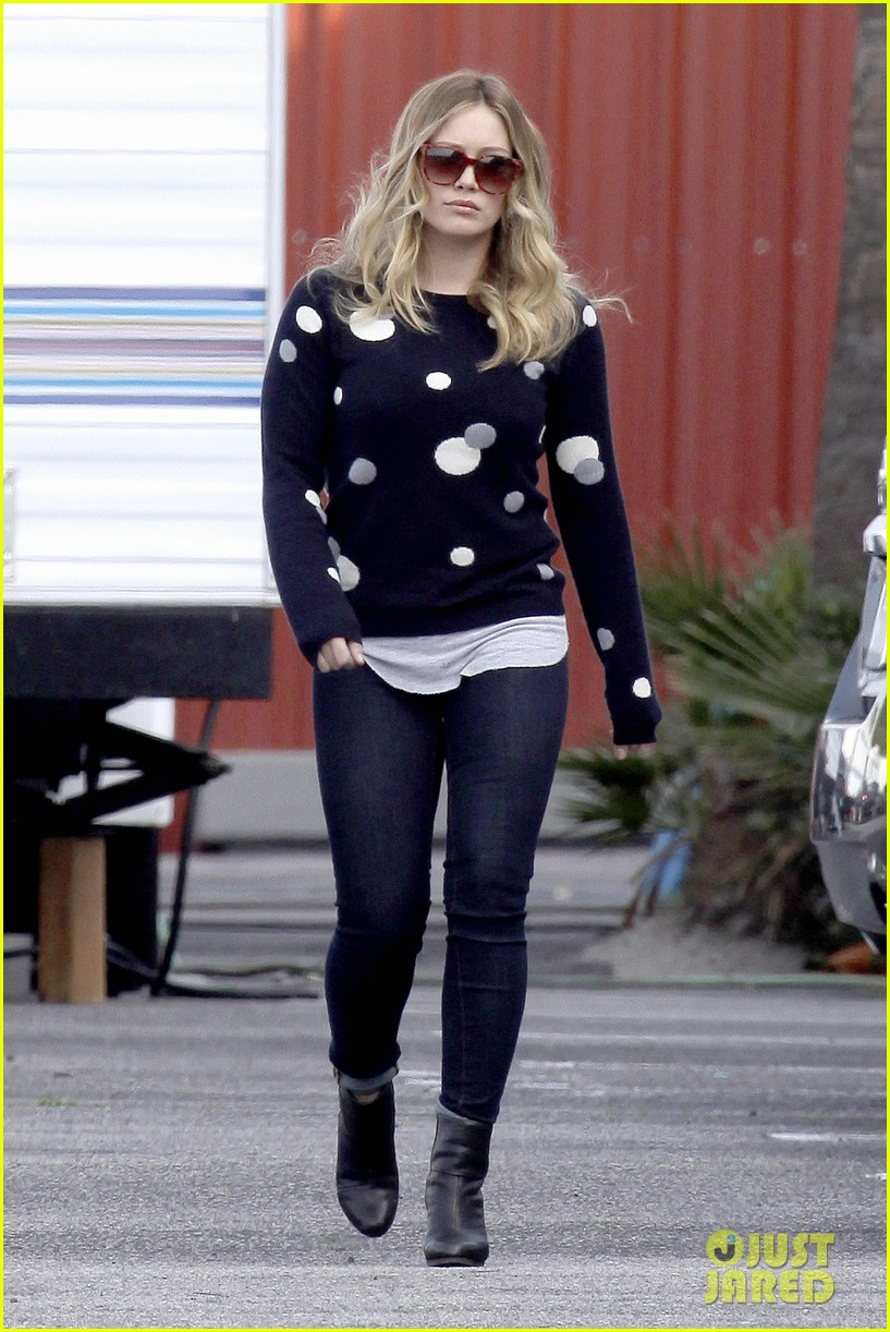 hilary duff raising hope set 06