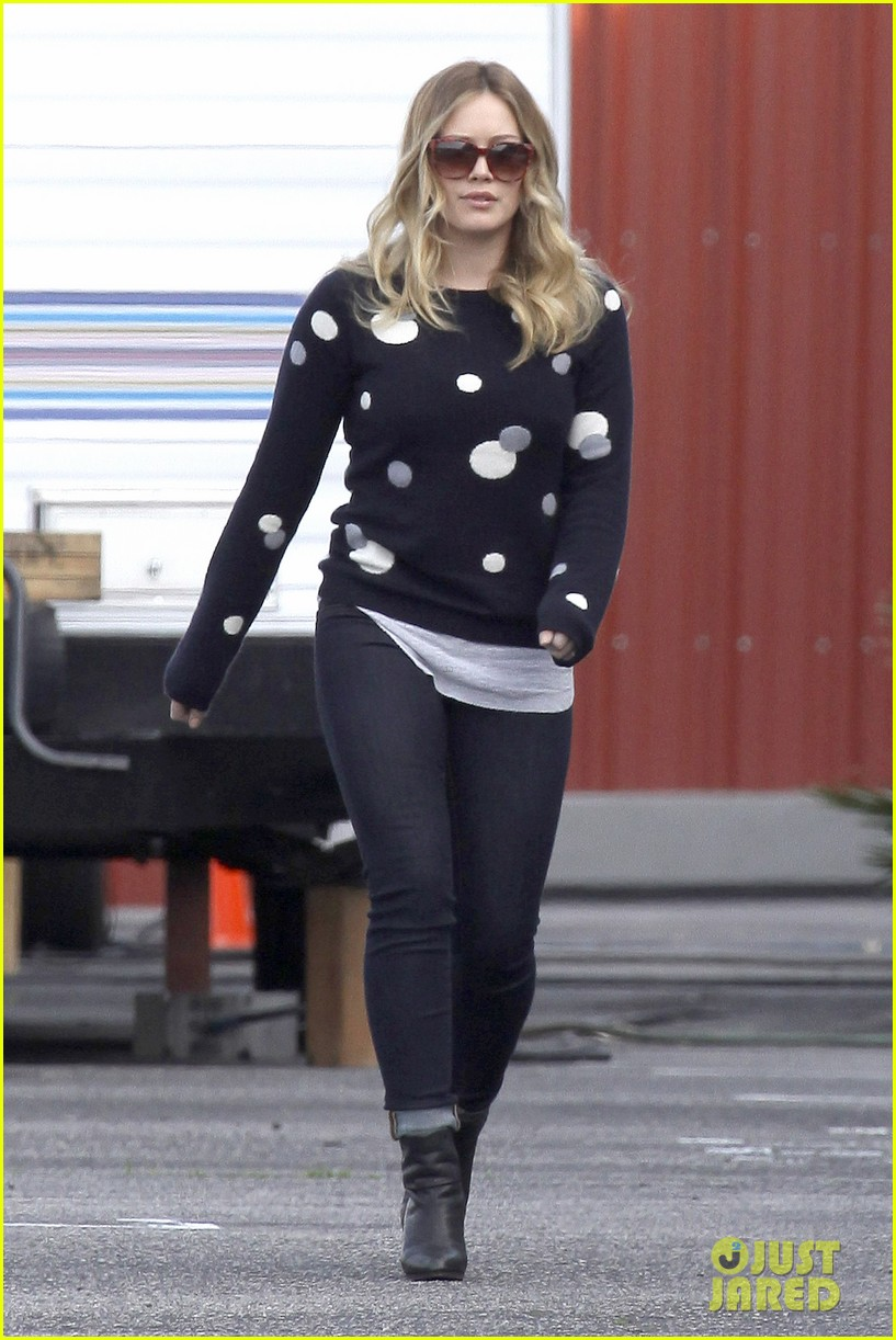 hilary duff raising hope set 122801414