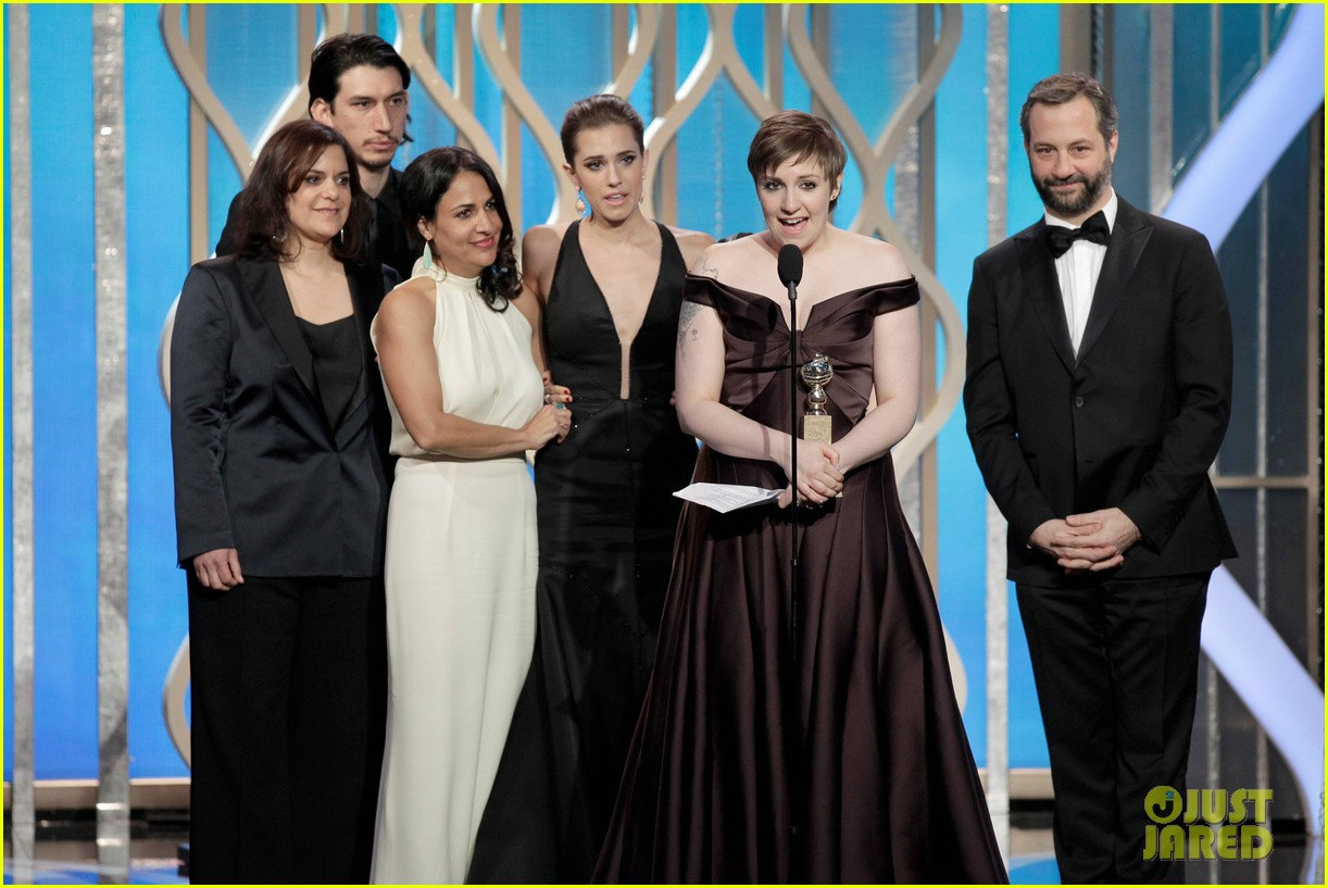 lena dunham girls wins best comedy series at golden globes 2013 02
