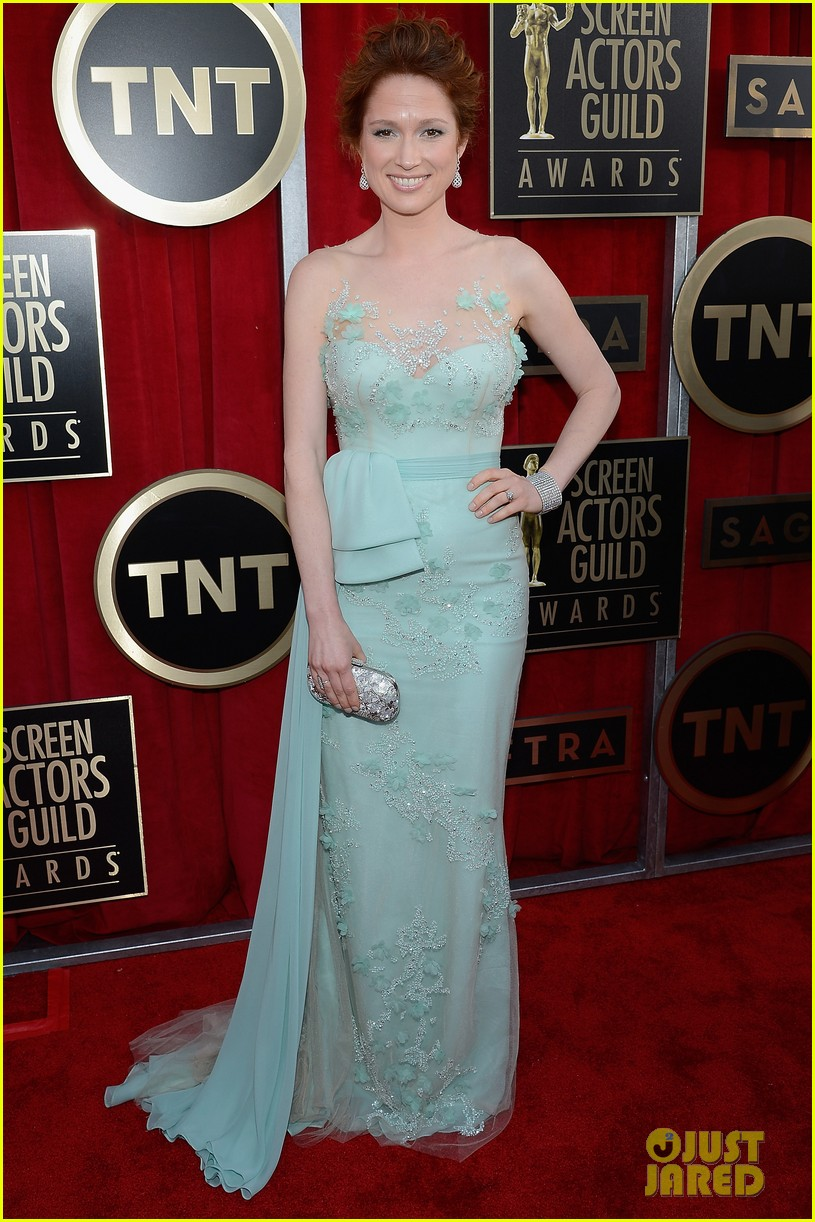 jenna fischer ellie kemper sag awards 2013 red carpet 06