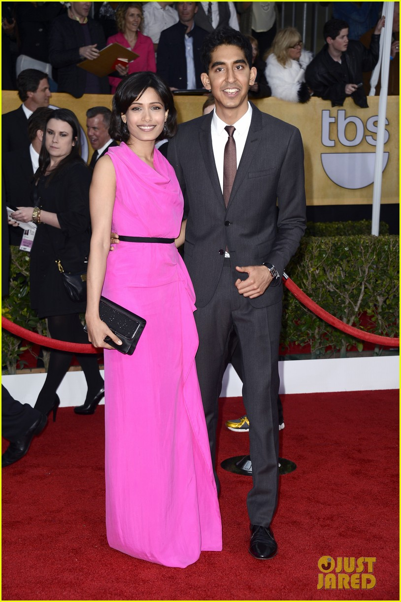 freida pinto dev patel sag awards 2013 red carpet 03