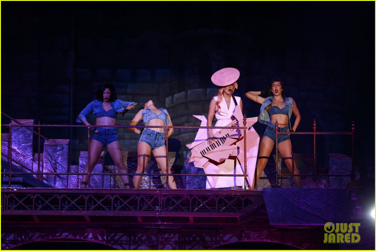 lady gaga kicks off north american tour in vancouver 05.