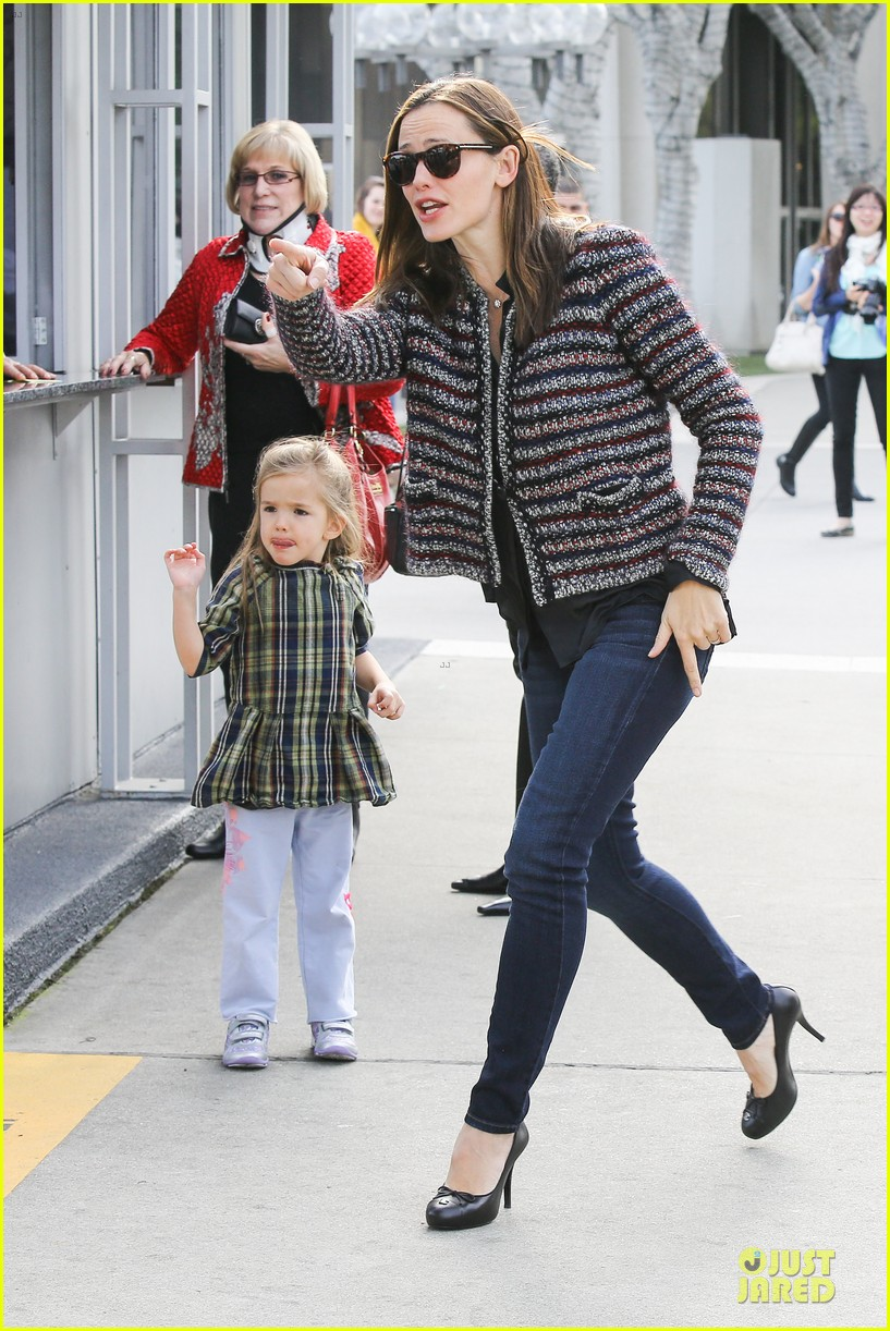 jennifer garner ahmanson play date with violet & seraphina 032785303